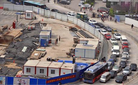 郑州 地铁/郑州一路口因地铁施工架围挡一挡挡三年